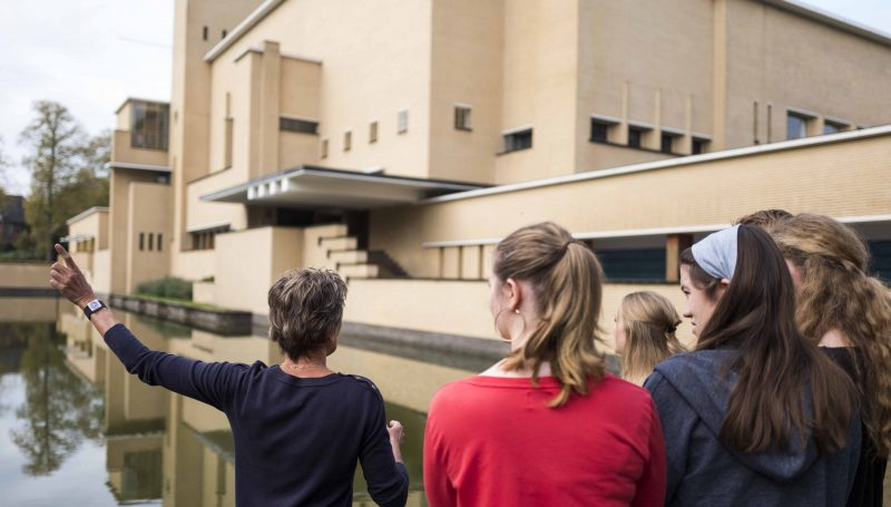 Guided tour townhall Hilversum