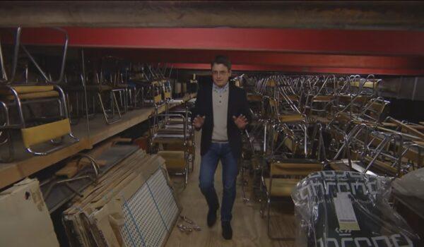 Aandacht voor de Gispen stoelen in het Raadhuis bij tv-programma Tussen Kunst en Kitsch